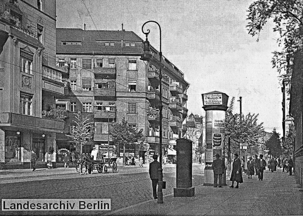 In der Boxhagener Straße, schräg gegenüber der kleinen Glatzer Straße befindet sich heute das Gebäude der Zilleschule. Bild: Landesarchiv Berlin