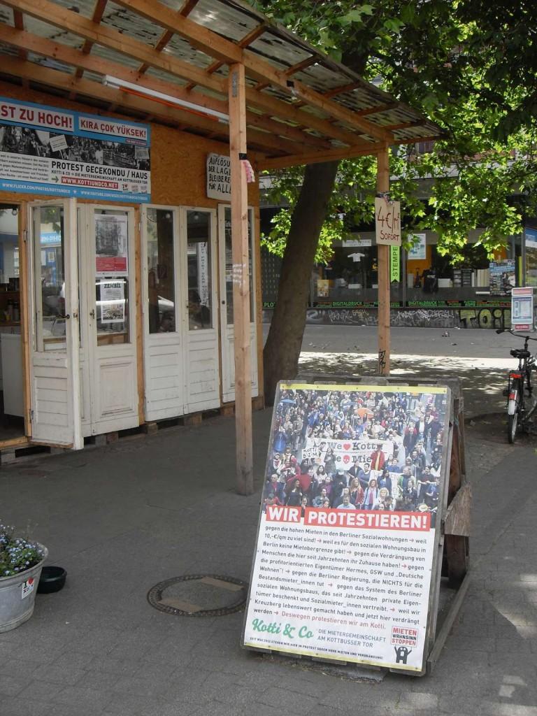 Mietenprotest-Gecekondu am Kottbusser Tor. / Fotos: Detlef Krenz /