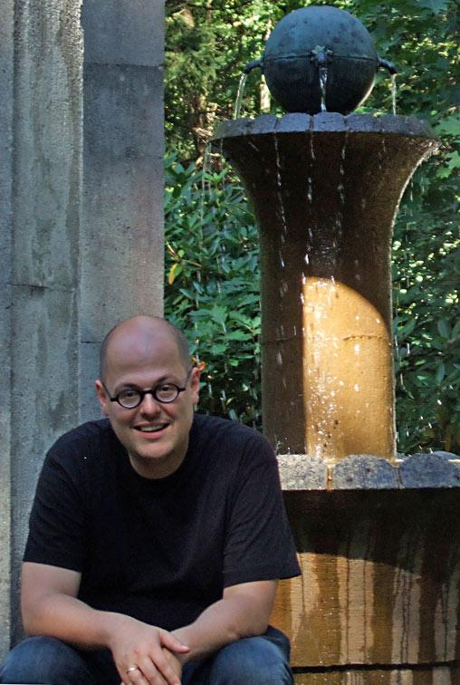 Daniel Moor ist immer noch begeistert von Stralau. Als Vorsitzender des Bürgerforums Stralau engagiert er sich dafür, die Geschichte der Halbinsel nicht zu vergessen und die städtebauliche Entwicklung nicht ausschließlich der Immobilienbranche zu überlassen. / Foto: Privat /