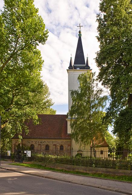 Rund um die Kirche wirkt Stralau immer noch dörflich. / Foto: Silvio Weiß /