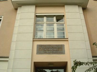 Eingang-Institut-Wasserbau-01