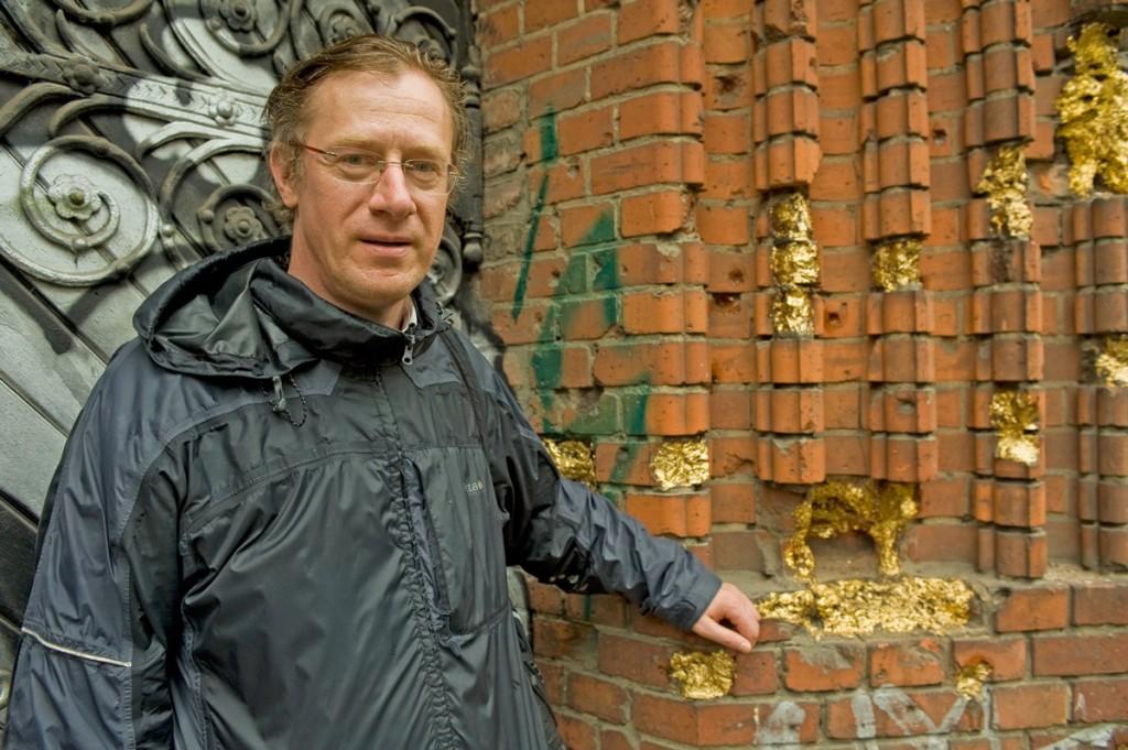Dirk-Moldt; redaktion friedrichshainer zeitzeiger: Geboren in Pankow, seit 1984 Friedrichshainer. Uhrmacher, Historiker. / Foto: Silvio Weiß /