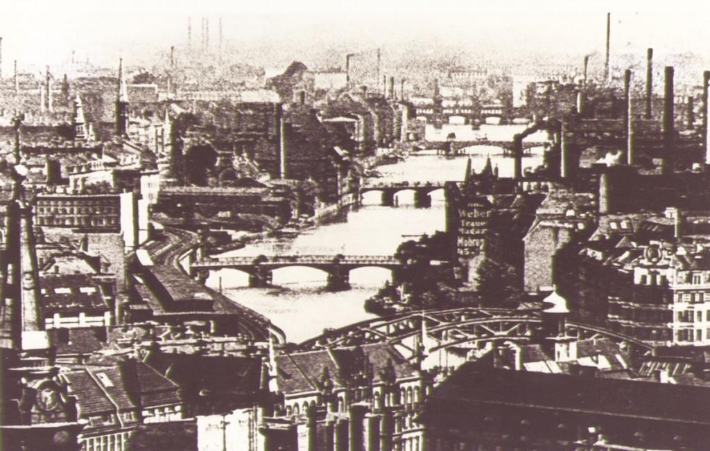 Um 1930. Die Brücken als Verbindungsglieder zwischen den Industriegebieten Mühlenstraße und Köpenickerstraße / Quelle: FHXB-Museum /