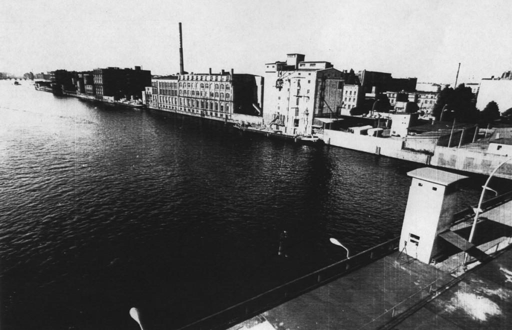 Muehlenstrasse in Berlin, ca 1960 | Friedrichshainer-Zeitzeiger