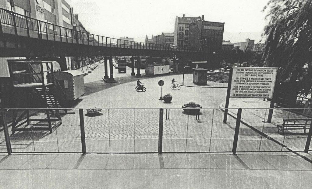 """Oberbaumbrücke Grenzübergang Westseite 1983, Ansicht der """"modernen"""" Grenze von der Westseite / Quelle: BStU MfS"""