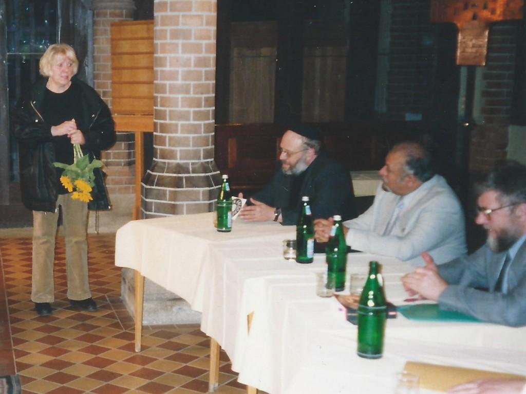 Interreligiöses Gespräch 2003 in der Samariter-Gemeinde Edeltraut Pohl mit Rabbi Rothschildt, Imam Tariq, Pfarrer Pahnke