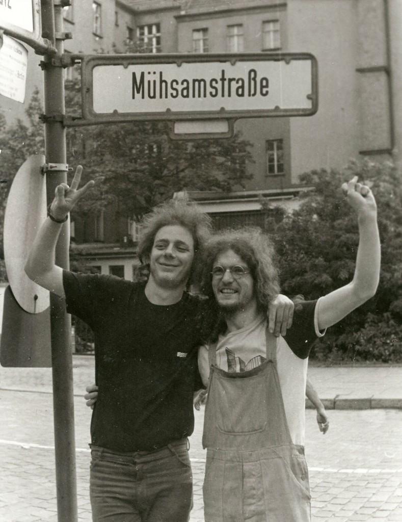 Jenaer Mühsam-Fans am Rande des Kirchentags von Unten 1987 / Foto: Gabi Trier /