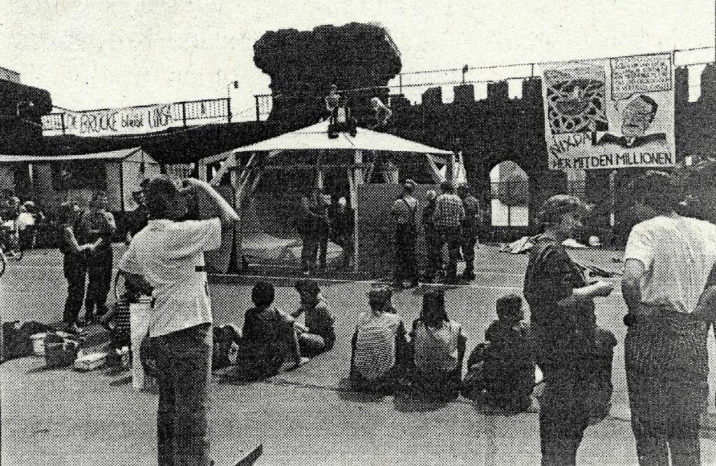 1992: Besetzung der Oberbaumbrücke / Quelle: Flugblatt, FHXB-Museum /