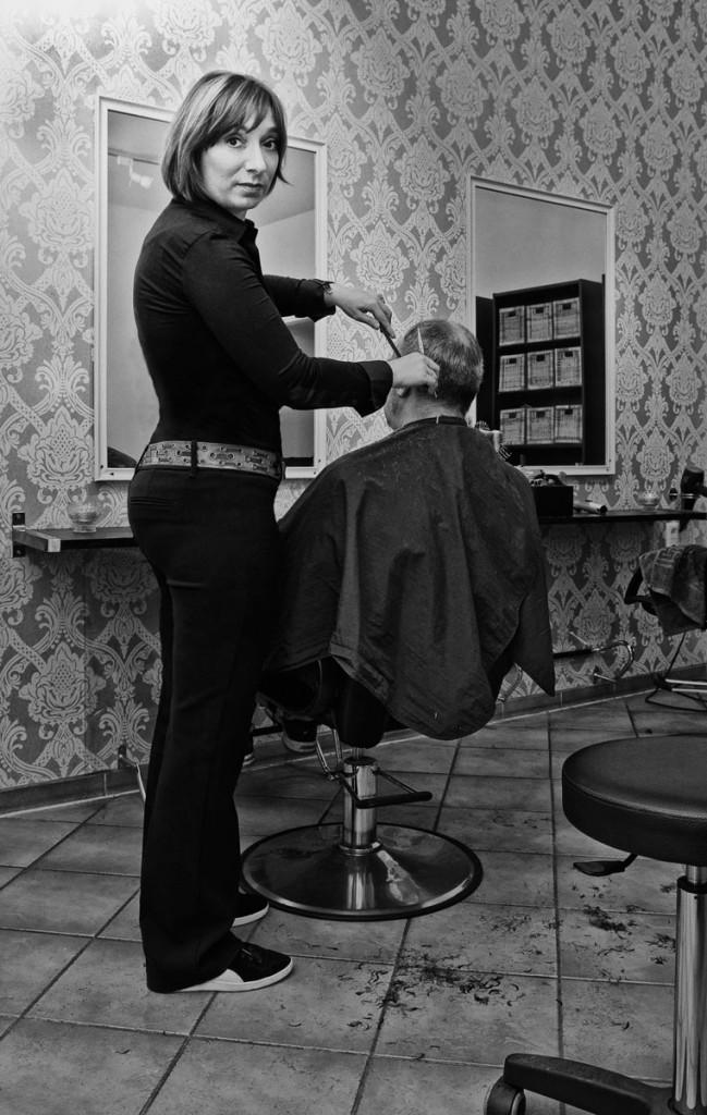 Diana Kleene, Friseurmeisterin in Friedrichshain. Foto: Silvio Weiß