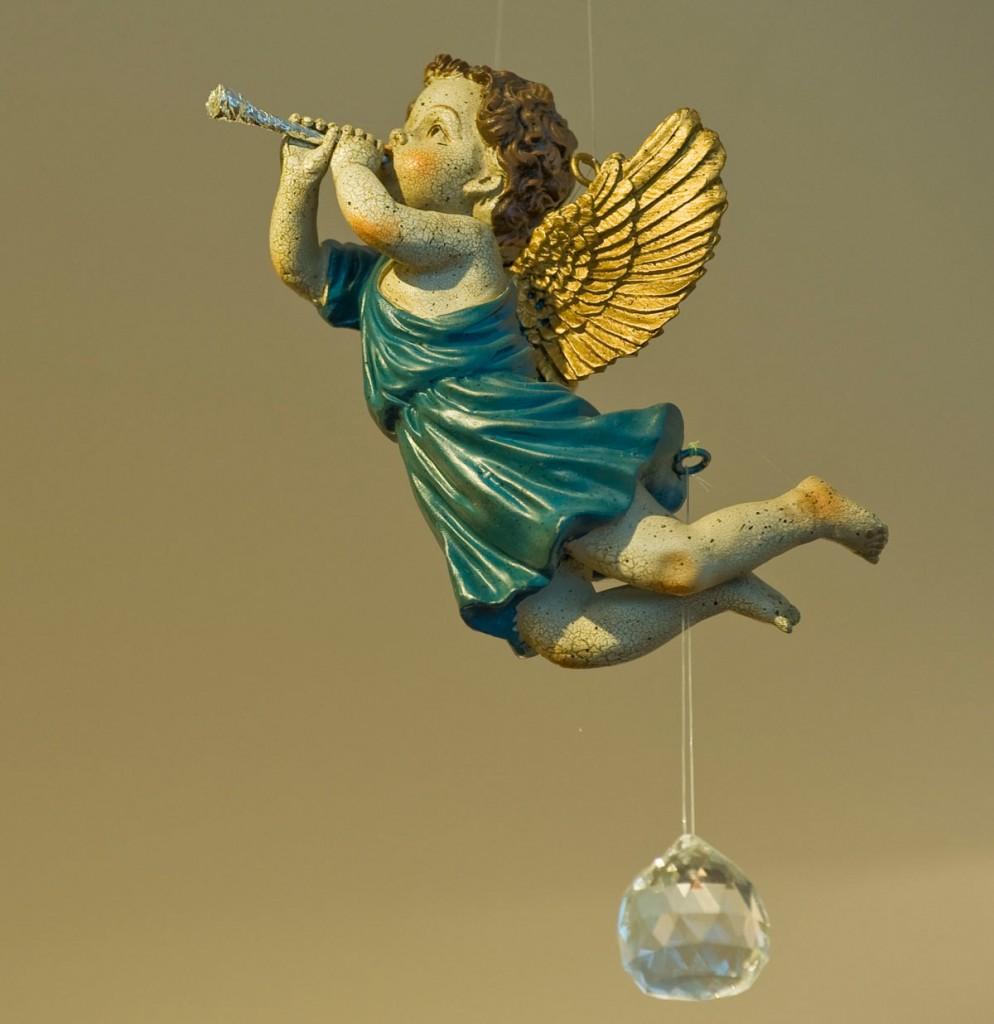 Bis ins Detail liebevoll dekoriert ist Diana Kleenes Salon, ein Engel fängt den Blick der Kunden ein. / Foto: Silvio Weiß /