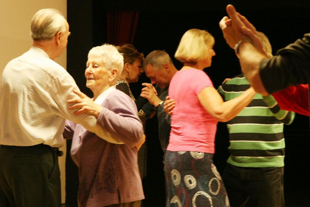 Tanzkurs für Senioren im BayoumaHaus. Foto: Paola Verde