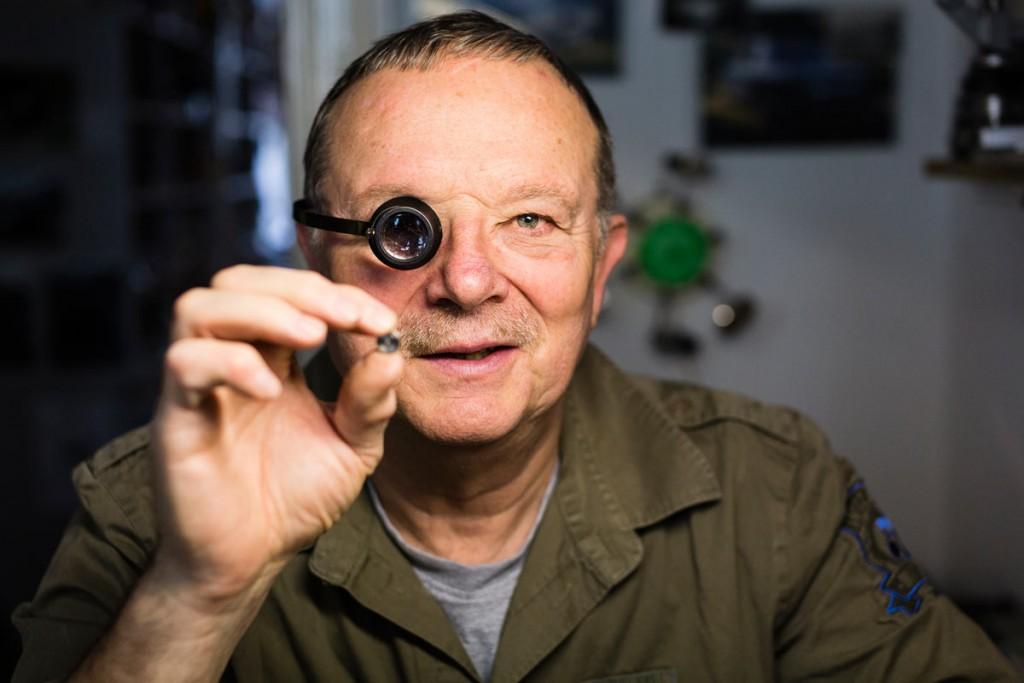 Der Uhrmachermeister Bernd Siebert in Friedrichshain, Berlin. Foto: Giovanni Lo Curto.