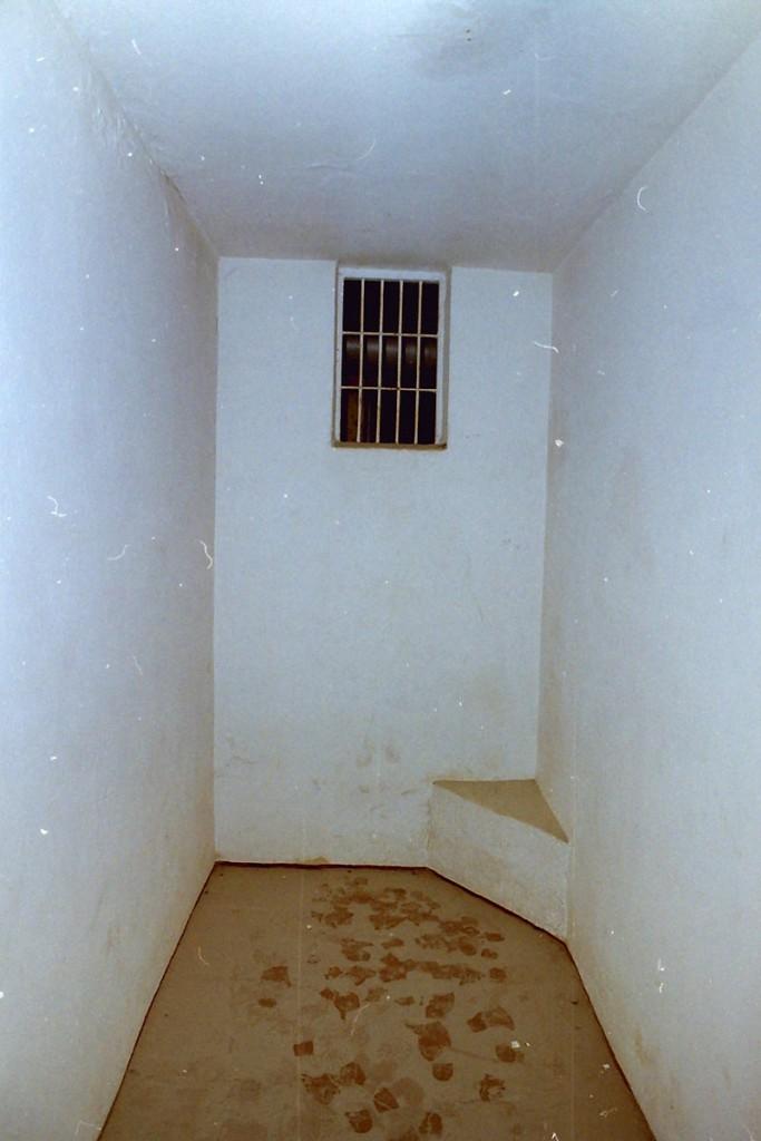 Isolationsraum 3 Der Isolationsraum, Erziehung auf 3,4qm Gefängniszelle Fotoquelle: Brenne Architekten