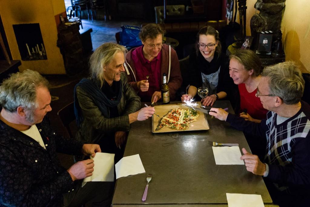Zum ersten Geburtstag des Friedrichshainer Zeitzeigers spendierte sich die Redaktion eine Friedrichshain-Pizza