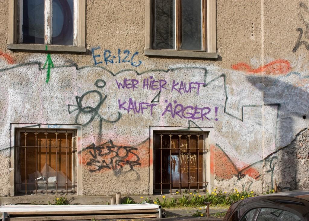 Fassade der Rigaer Strasse Nr. 71-73. Hier sollen Eigentumswohungen und ein Hotel entstehen. / Foto: Anke Wagner /