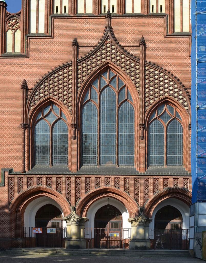 Gotische Fasssade Fassade der Pfingstkirche am Petersburger Platz in Berlin, Foto von Ulrich Tempel