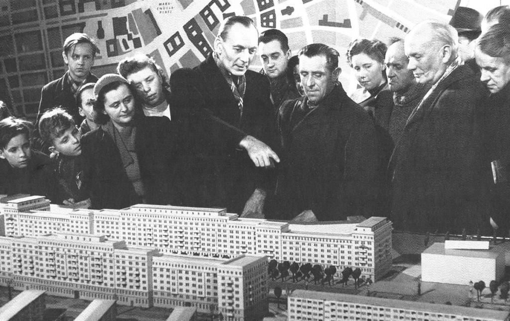 """Szenenbild aus dem DEFA Film """"Die neue Wohnung"""" mit E. Collein und H. Hopp. Foto: IRS"""