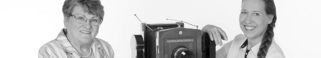 Anneliese Stefanow und Silke Rudolph mit der Plattenkamera, © Fotos mit Herz