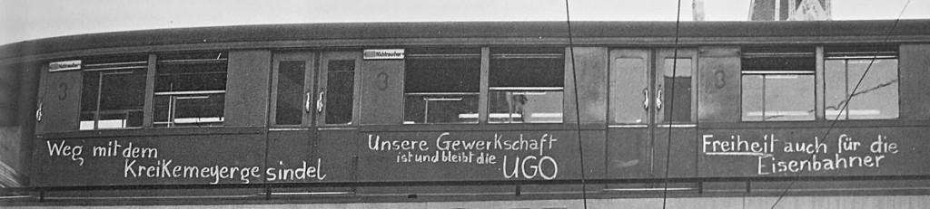 S-Bahnzug-mit-UGO-Losungen, Quelle: Landesarchiv Berlin