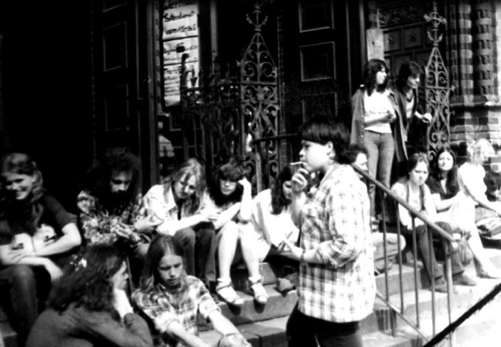 Blues-Messen | Jugendliche vor der Samariterkirche 1979/80, Foto: privat