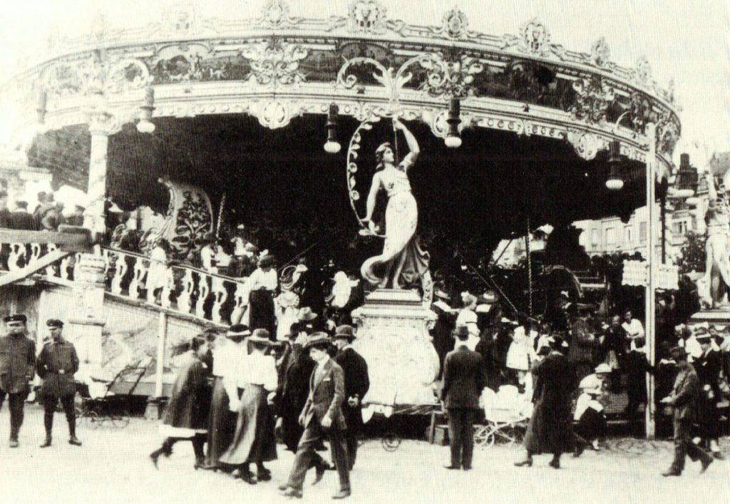 , Karussell auf dem Stralauer Fischzug, Quelle: Niederdeutsche Zeitschrift für Volkskunde 1928, Fotograf unbekannt