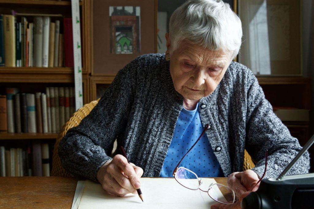 Die Graphikerin Regina Gebhard, Foto: Anne Winkler
