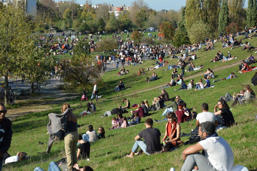 Entspanntes Miteinander im Mauerpark , Foto: Dirk Moldt