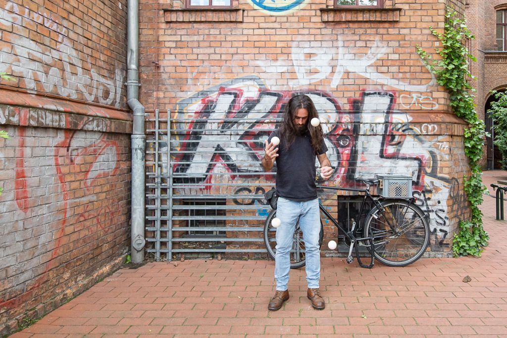 Hobbys der Redaktion: Giovanni Lo Curto beim Jonglieren , Foto: Giovanni Lo Curto