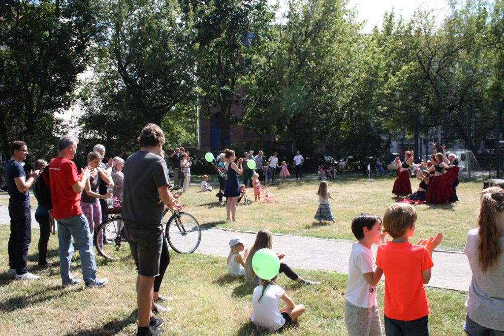 Feiern auf dem Rudolfplatz mit dem RuDi – Nachbarschaftszentrum