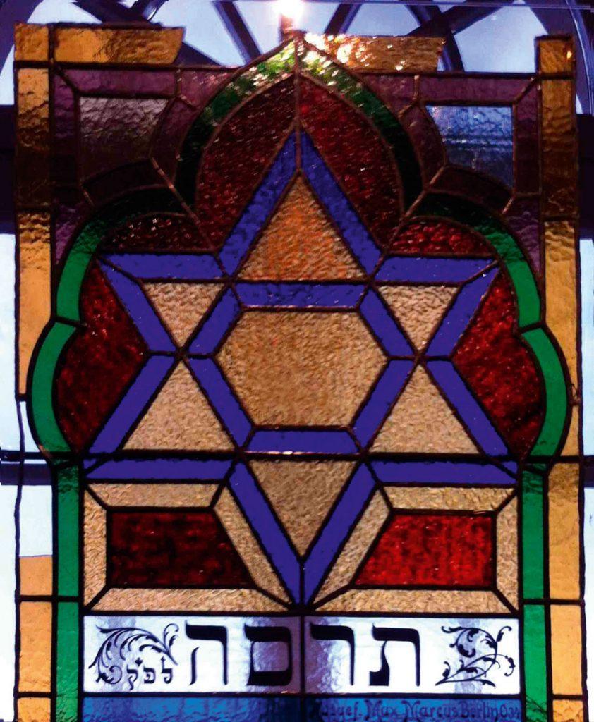 Fenster aus einem jüdischen Gebetraum | Quelle: FHXB-Museum