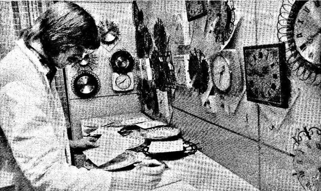 Uhren-Annahmestelle in der Krossener Straße   Quelle: Friedrichshainer von 1973