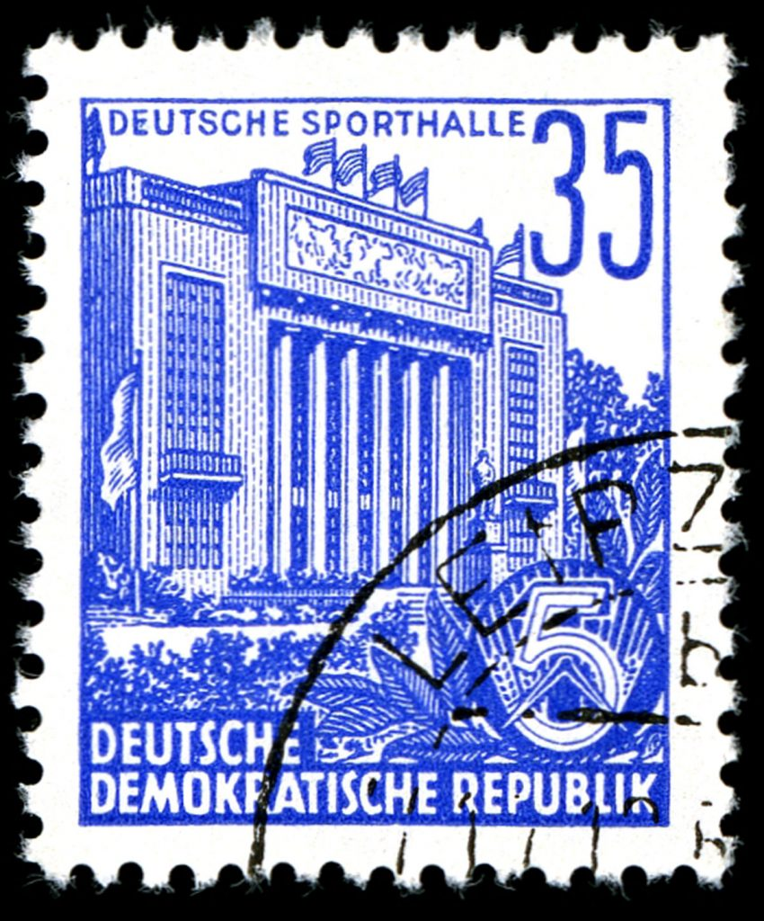 beliebtes Postkarten- und Briefmarkenmotiv: Die Sporthalle in BerlinBild: Wikimedia Commons