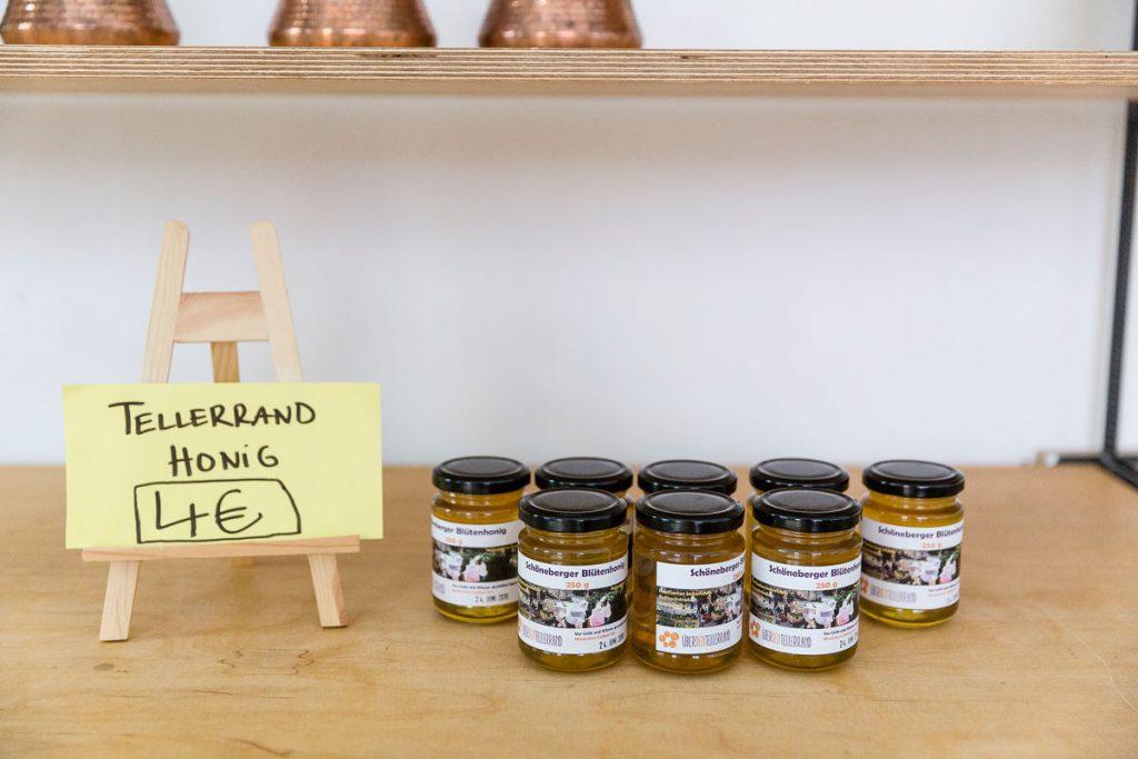Der Tellerrand-Honig von hauseigenen Bienen / Foto: Giovanni Lo Curto