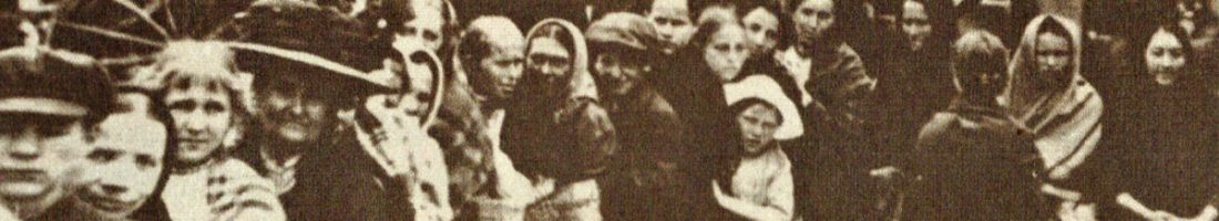 Schlangestehen für Lebensmittel, 1926 | Quelle: Der Arbeiterfotograf, 1926