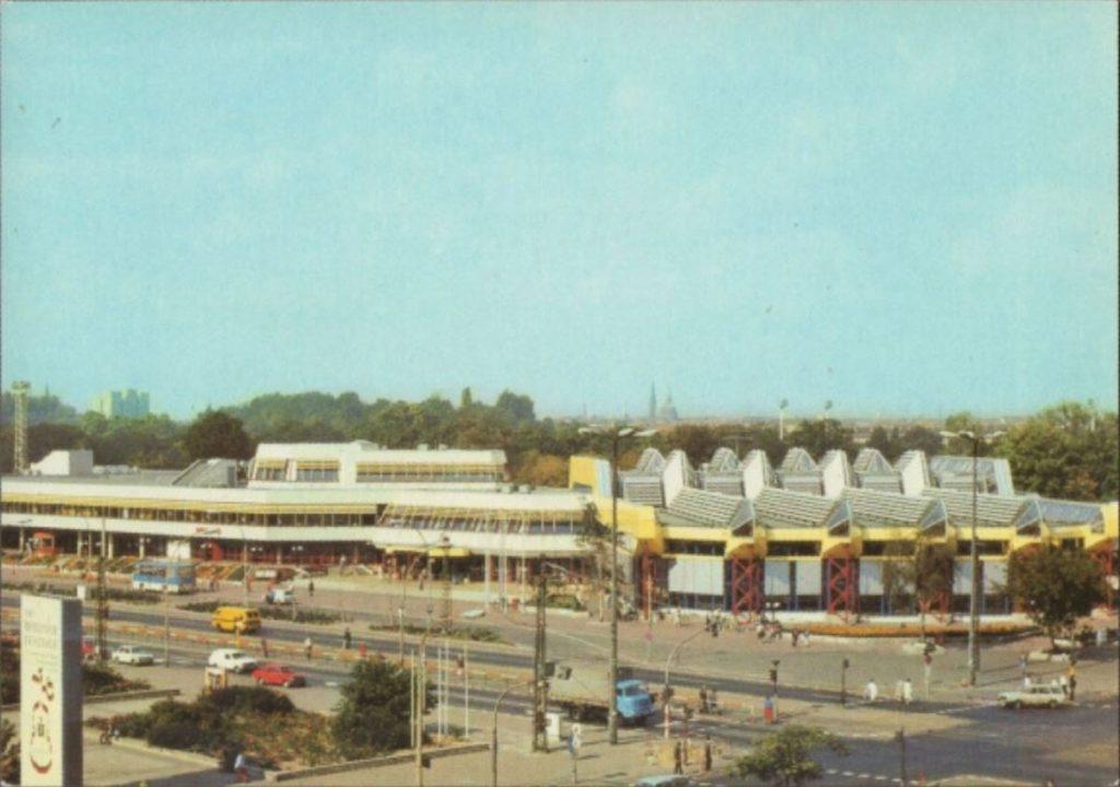 Das SEZ auf einer Postkarte von 1985