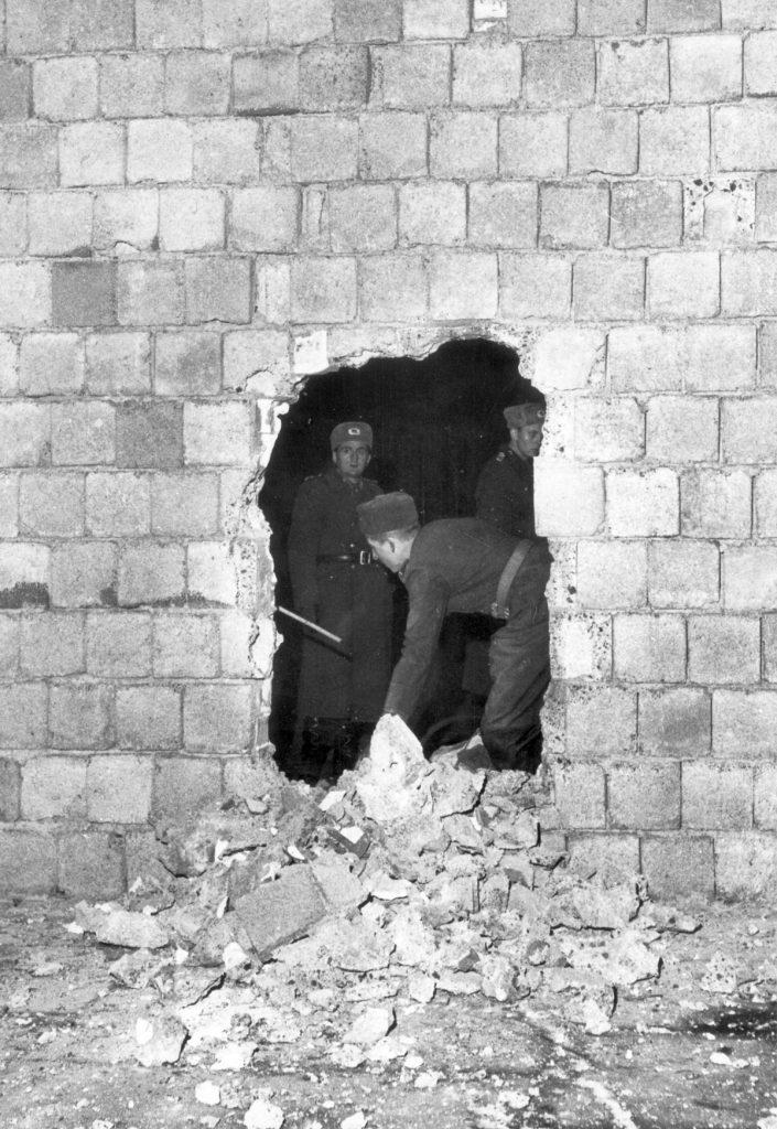 """Der """"antifaschistische Schutzwall"""" , 1963Quelle: FHXB-Museum"""