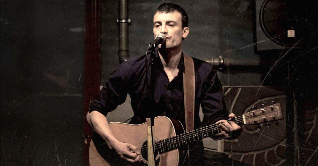 David Gütig spielt und singt Johnny Cash Cover | Bild: © stilbrand