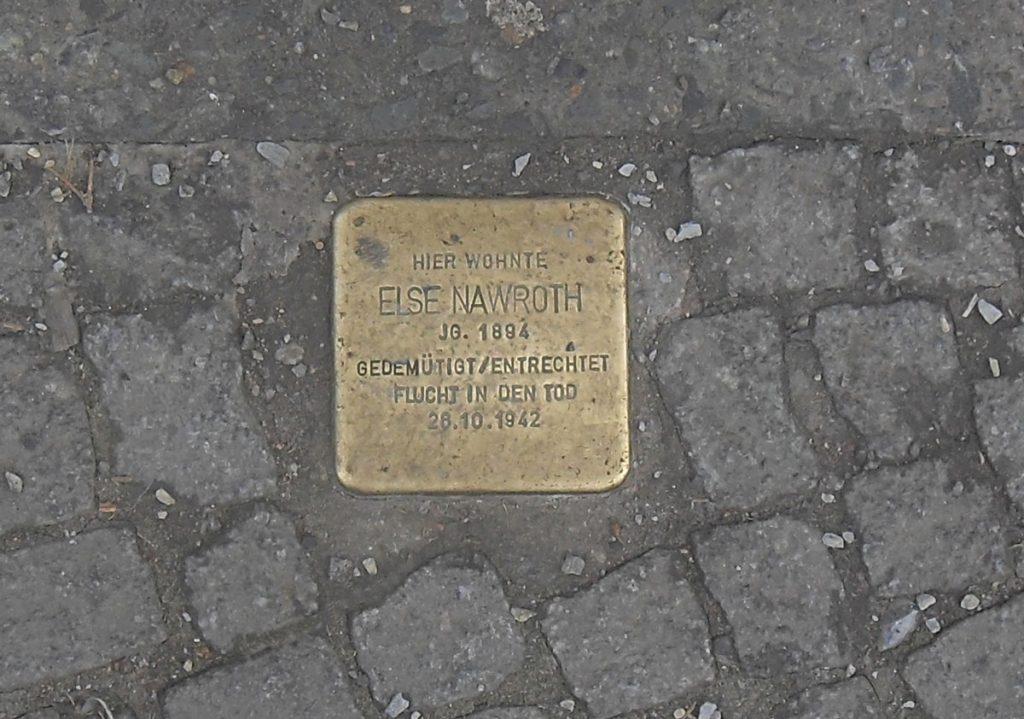 Stolperstein der Elsa Nawroth aus der Warschauer Straße 67   Quelle: FHXB-Museum