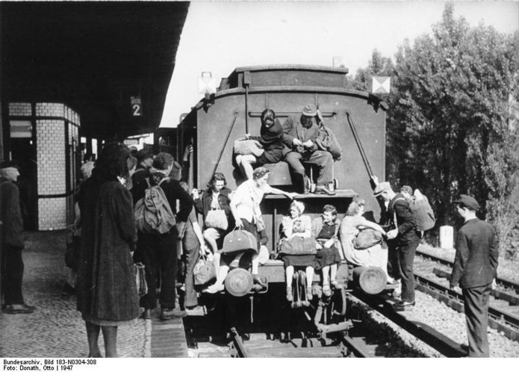 Bahnhof Spandau West, 1946 | / Foto: Otto Donath, Bundesarchiv, Bild 183-N0304-308 / CC-BY-SA 3.0 /