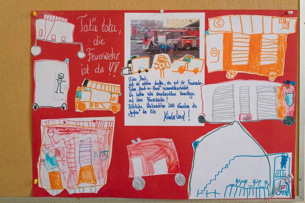 Zeichnungen von Schülerinnen und Schülern nach einem Besuch bei der Friedrichshainer Feuerwehr | Foto: Giovanni Lo Curto