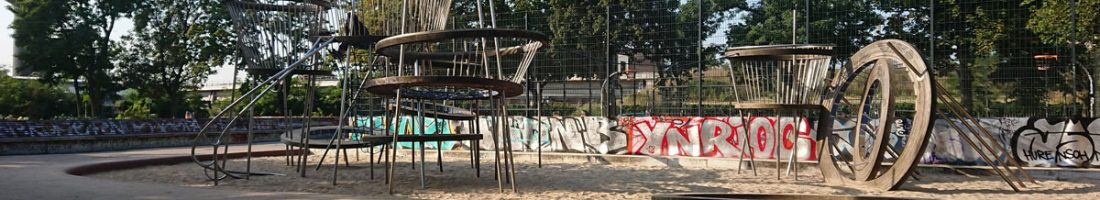 Spielplatz auf dem Annemirl-Bauer-Platz am Ostkreuz in Berlin | Foto: Dirk Moldt