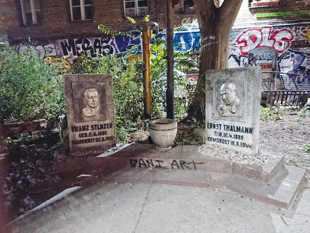 RAW-Gelände: Gedenkort für die von den Nationalsozialisten ermordeten KPD-Funktionäre Ernst Thälmann und Frank Strenze | Foto: Dirk Moldt