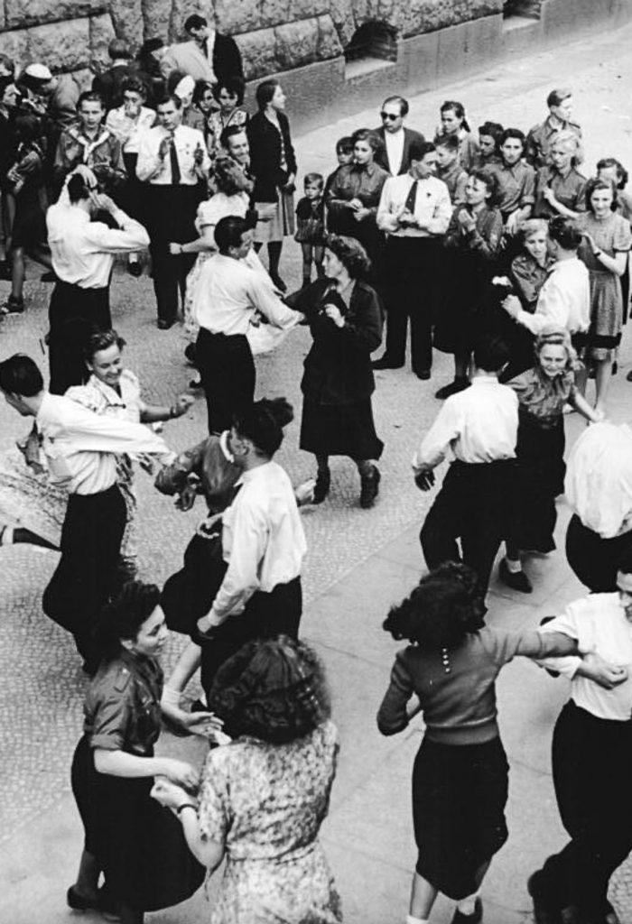 Tanz auf den Weltfestspielen | Quelle: Bundesarchiv_Bild_183-11500-1588_III-Weltfestspiele_teilnehmer.jpg