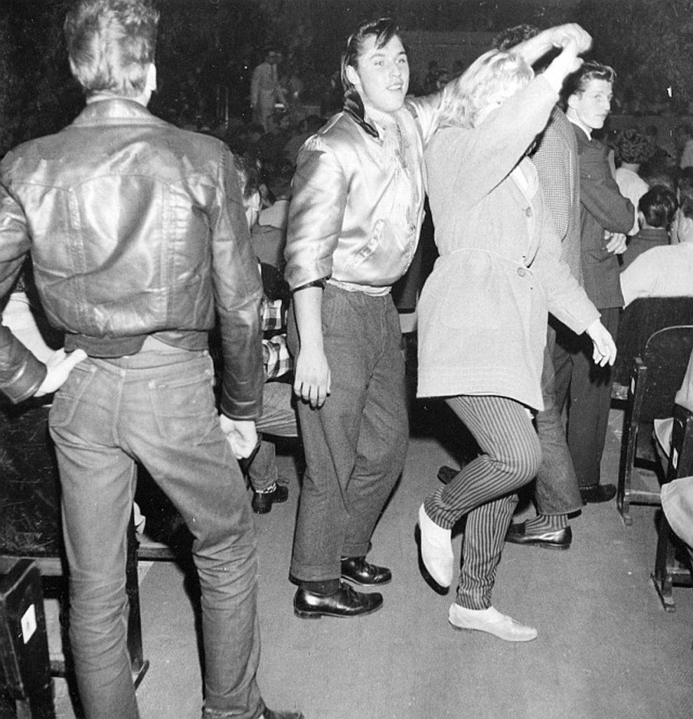 Jugendliche bei beim Tanzen | Quelle: PolHist