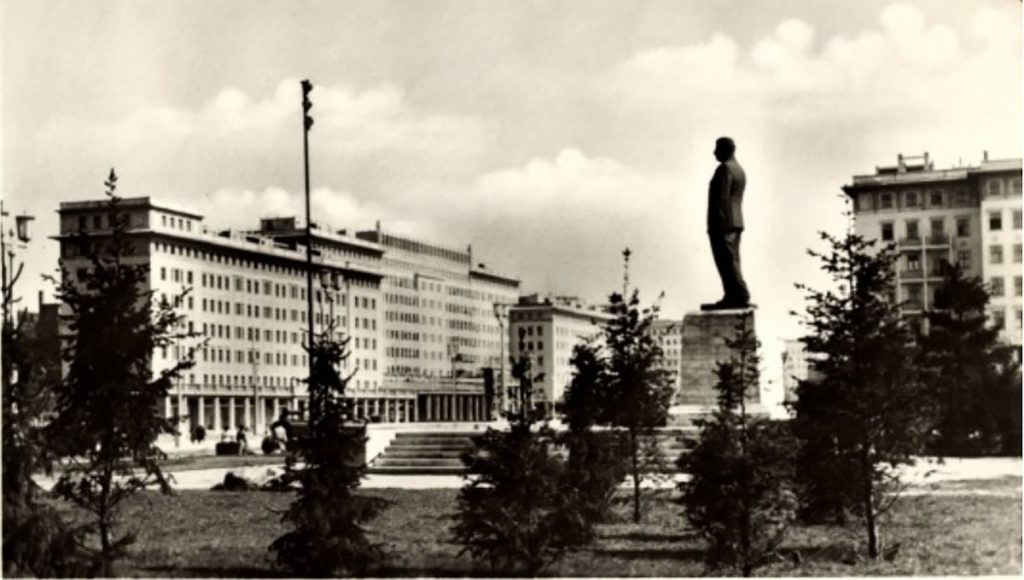 Stalin-Denkmal, 1955 | Quelle: Postkarte um 1955