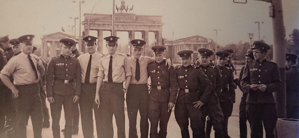 Sowjetischen und amerikanische Soldaten in Ostberlin im Sommer 1970 | Foto: Hans-Joachim Hellwig