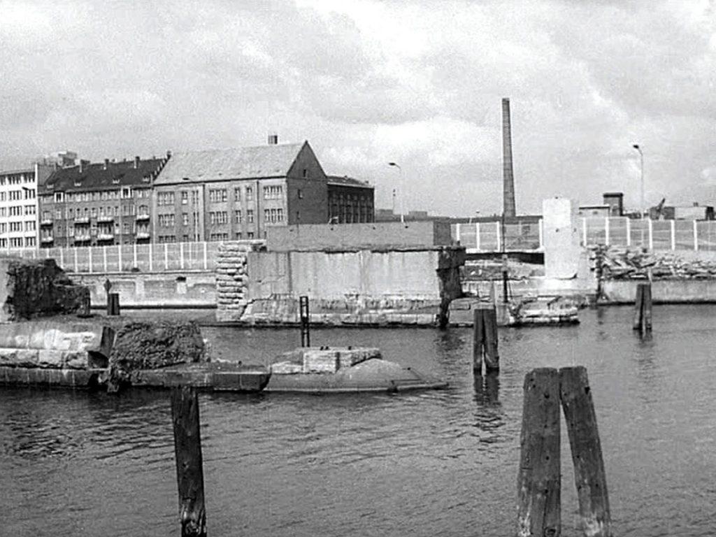 Überreste der Brommybrücke aus Westsicht | Quelle: FHXB-Museum
