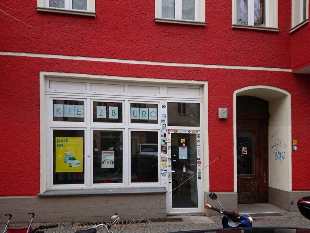 Das Kiezbüro in der Rigaer Straße im Friedrichshainer Nordkiez |: Dirk Moldt