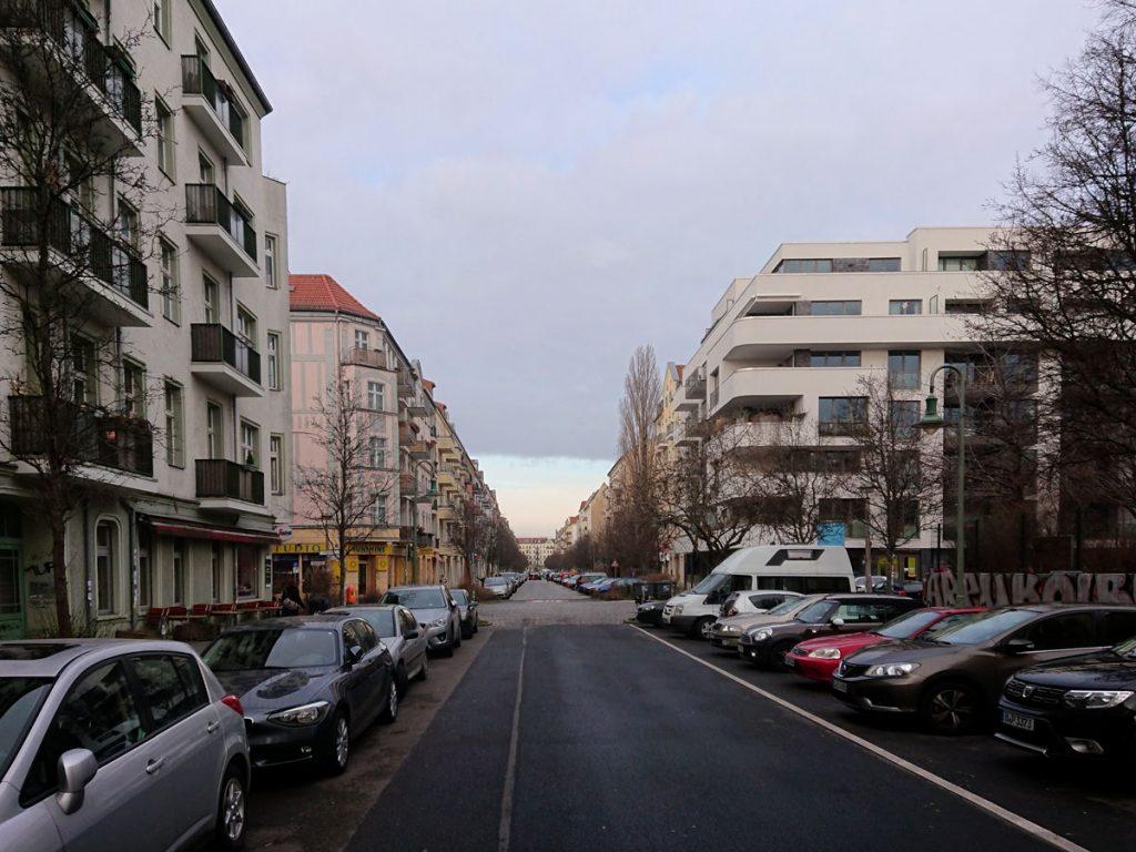Neue Häuser in der Samariterstraße. Doch was bedeutet das für alteingesessene Bewohner? Foto: Dirk Moldt