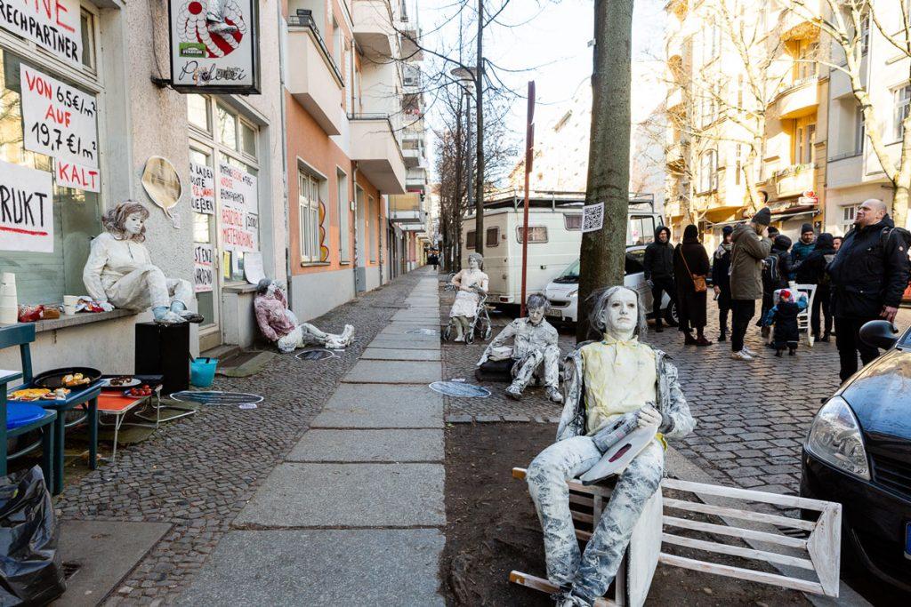 Mit Kunst- und Protestaktione gegen MIetsteigerungen in der Lenbachstraße 7 | Foto: Giovanni Lo Curto
